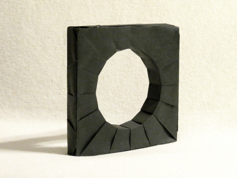 Round hole Test Model: Round Hole in a Square Peg